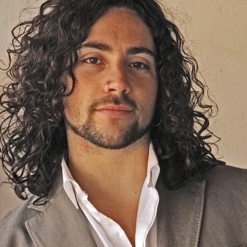José Pardial es profesor en la escuela de canto