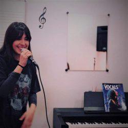 Escuela de Canto con micrófonos de Shure Ear Pro