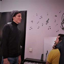 Ejercicios de calentamiento vocal en la academia de canto