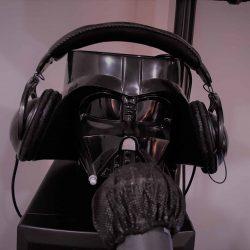 Darth Vader parece alumno de esta escuela de canto en esta foto