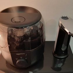 Humidificador purificador de aire y dispensador de desinfectante hidroalcohólico